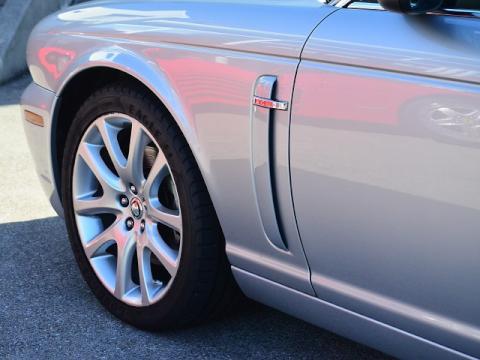 Jaguar%20XJ%20Exective%2030.jpg