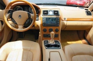 MASERATI Quattroporte(AT)